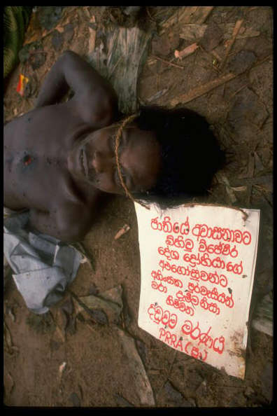 "Dead JVP suspect with note attached saying ""this is the punishment for followers of JVP signed by the PRRA"", in Thihagoda.  December 1988. (Photo by Robert Nickelsberg//Time Life Pictures/Getty Images)"